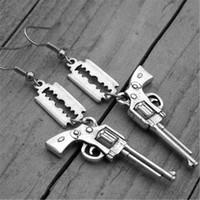 tabanca için küpe toptan satış-10 pairs Gun Küpe Jilet Bıçak Küpe Ağır Metal Punk Rock and Roll Rocker Kaya n Rulo Silah Takı