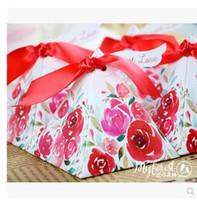 ingrosso scatola regalo di lusso della caramella dei fiori-100 Pz / lotto PASAYIONE Luxury Flower Pattern Scatole di caramelle con nastro rossoTags Favori di nozze e regali Casamento Accessori