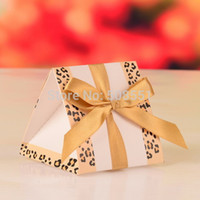 Vente en gros-Livraison gratuite Rose et or Triangulaire Prism Papier Chocolat Cadeau Box Wedding Favors Candy Boxes 12pcs