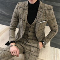 pantalón azul con diseño de abrigo para hombre. al por mayor-Al por mayor-2 piezas trajes de hombre británica última capa de diseños de pantalón Royal azul traje de hombre Otoño invierno de espesor delgado vestido de boda a cuadros esmoquin