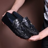 Wholesale Men Boat Shoes Black - Famous Brand Black White Leather Man Loafers Round Toe Slip on Men's Comfortable Flat Heel crocodile grain Boat Shoes