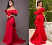 kırmızı akşam elbisesi geri kazdı toptan satış-Yeni Varış Muhteşem Kırmızı Kapalı Omuz Gelinlik Saten Backless Mermaid Abiye giyim Suudi Arabistan Dantelli Sweep Tren Örgün Parti Elbise