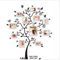 черная рамка стены дерева оптовых-Новый Шикарный Черный Семья Фоторамка Дерево Бабочка Цветок Сердце Стикер Стены Гостиной Декор Комнаты Наклейки