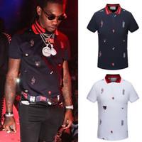 xl gömlek tasarımı toptan satış-Artı 3XL Boyutu Çok Nakış Polo Gömlek Adam Moda Tasarım Nervürlü Kollu Bölünmüş Hem Streç Polos Üst Erkek