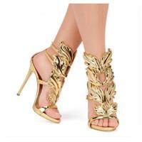 sandalias de tacón de tiras de oro al por mayor-¡Venta caliente! Alas de metal de oro Hoja de tiras Sandalia de moda de plata de oro gladiador rojo zapatos de tacón alto de las mujeres metálicas con alas sandalias