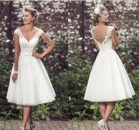 vestido curto de vime de tule venda por atacado-2017 elegante chá de comprimento vestidos de casamento decote em v mangas apliques de renda tule vestido de baile curto vestidos de casamento