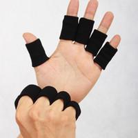 fingerschutz schwarz großhandel-Fingerschutz Unisex Sporthandschuhe Sportartikel Kein Verblassen Schwarz Verdicken Nylon Wire Knuckle Wrap Brace Schutzhülle 0 38tt F