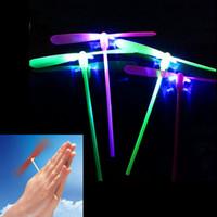 frisbee luz intermitente al por mayor-0 52yw que brilla intensamente los juguetes de la libélula de bambú Led Flying Dragonflies Flash Light Up Helicopter Boomerang Frisbee Luminous Plastic Toy Venta caliente