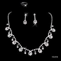 ingrosso insieme bianco della collana del rhinestone-15018 Cheap Frere Ship vendita calda Santo bianco strass collana fiore di cristallo dell'orecchino Set festa nuziale
