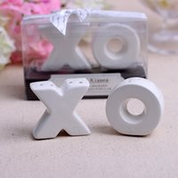 Wholesale Hugs Kisses Salt Shaker - 2pcs lot Hugs and Kisses XO Ceramic Salt And Pepper Shaker Party favor Souvenirs wedding gifts