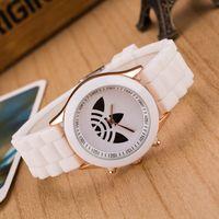 reloj de trébol de señoras al por mayor-AD Clover 3 Leaf Grass Ladies Dress Cuarzo Unisex Sports Casual Reloj de pulsera de silicona Relojes de marca