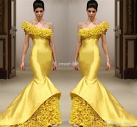 tek elli uzun elbisesi toptan satış-Yeni Tasarım Sarı Mermaid Pageant Abiye Bir Omuz El Yapımı Çiçek Kat Uzunluk Örgün Törenlerinde Mermaid Saten Uzun Balo Elbise 2017