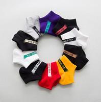 beyaz çorap bayan toptan satış-10 Çift / grup Kanye Kadın Erkek Çorap Bayanlar için Ayak Bileği Yumuşak Pamuk Basketbol Spor Siyah Beyaz Bahar Avrupa Tarzı Moda Çorap Yeni