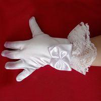 Wholesale glove bow - Lovely Flower Girls Gloves Wrist Length Full Finger Satin White Children Gloves With Bow Lace Edge Kids Wedding Gloves 4-12yrs