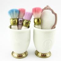 antiquité miroir achat en gros de-Les Merveilleuses De Laduree Pinceau De Maquillage Pinceau Pinceau Pinceau Pinceau Porte-pinceaux Blancs ABS Miroir De Poche Antique Dame Style Beauté Outil