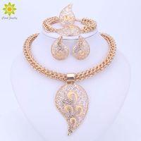 ingrosso grandi disegni di ciondolo d'oro-Set di gioielli di colore oro Set di costumi di design grande collana di ciondoli Set di gioielli da sposa nigeriano
