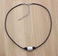 collar de gargantilla de perlas cultivadas al por mayor-Collar de perlas cultivadas de agua dulce en cordón de cuero genuino para mujer Gargantilla de tamaño ajustable Collar de cuero ajustable