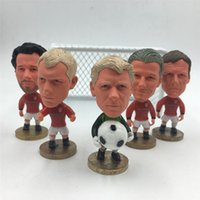 Wholesale United Year - Soccerwe Football Dolls Classic Series United 1998-99 Season Gold Generation Schmeichel Beckham Stam littel Figure 6.5 cm Height Red Jersey