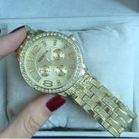 relojes grandes de ginebra al por mayor-Por tiempo limitado Grandes ventas Ginebra moda franja simple estudiantes mujeres coreanas reloj de señora reloj de cuarzo de aleación reloj de pulsera de la mujer Envío Gratis