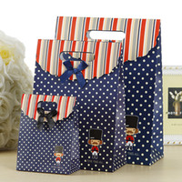 çanta hediye paketi kağıdı toptan satış-Moda Kağıt Torba Hediye Paketleme El Çantası Şerit Düğün Iyilik Kutuları Doğum Günü Şenlikli Tatil Parti Hediye Çantaları