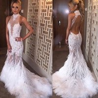 robe de bal de plumes d'autruche blanc achat en gros de-Sirène licol cou train train dos ouvert blanche robe de bal en tulle avec appliques plume d'autruche sexy robes de soirée robe de soirée