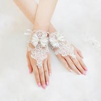 venda de cristal de noiva venda por atacado-Bonito Lindo Curto Dedo Lace Apliques de Noiva Luvas De Noiva com Cristais Frisado Bowknot Venda Quente frete grátis
