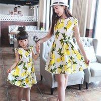 robe de maman fille achat en gros de-Correspondant Mère Fille Vêtements D'été Style mère Fille Correspondant Robes Maman et Fille robe Impression Famille Vêtements