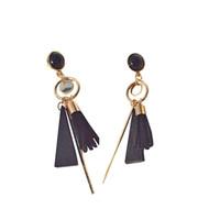 pendientes de cuentas de cuero al por mayor-Moda coreana del grano de madera Triángulo de imitación de cuero borla cuelga los pendientes para mujer regalo de la muchacha al por mayor 10 pares