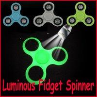 ingrosso giocattoli di ceramica dei bambini-New Luminoso Fidget Spinner Mano Spinner Tri Fidget Ceramic Ball Desk Focus Toy EDC per uccidere il tempo per i bambini Adulti