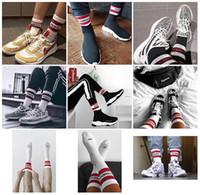 chaussettes à rayures blanches rouges achat en gros de-17FW Vetements Basketball Chaussettes Rouge Stripe Blanc Noir Coton Chaussettes Skateboard Hip Hop Haute Rue Sport Mode Midtop Chaussettes HFLSWZ004