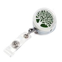 titular de aromaterapia al por mayor-Life Tree Aromatherapy Locket Metal Retráctil Insignia Reel Key 30MM ID Card Clip Anillo Cordón Nombre Tag Holder Free Pad