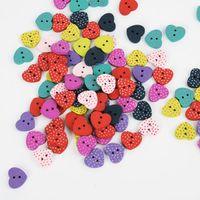 botones de madera en forma de corazón al por mayor-Los lunares en forma de corazón al por mayor mezclan el arte colorido coloreado que cose los botones de madera