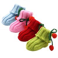 botines del bebé del ganchillo al por mayor-Al por mayor-Recién nacido infantil niñas de invierno caliente ganchillo de punto de lana botines recién nacidos Bow zapatos de nieve bebé Walker cuna botas de nuevo caliente