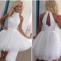 beyaz halter kısa süreli evde kıyafetler elbiseler toptan satış-Beyaz Kısa Mezuniyet Elbiseleri Boncuk Halter Boyun Tül Mini Kokteyl Elbiseleri Kolsuz Pageant Kız Etek