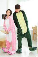 """damen schwarze satin nachtwäsche großhandel-(Großhandels- / Klein-) Liebhaber Flanelldinosaurier-Katzentier verband Pyjamas Karikatur lange Hülsen-Herbstwinter """"Nachthemd"""" Kleidung rosa, grün"""