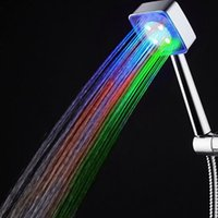 Pas besoin de batterie LED de douche colorée Pomme de douche Sprinkler Temperature Sensor 3 Couleur 7 couleur changeant Batum Led Lighting Faucet