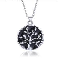 boîte celtique achat en gros de-Promotions Europe et États-Unis bijoux créatif film vie arbre collier bijoux en gros anglais collier court