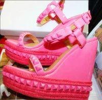 sandálias das mulheres do ouro preto venda por atacado-Barato Das Mulheres Sapatos de Verão Rebite Cravejado Gladiador Sandalias Moda Senhora Plataforma Do Dedo Do Pé Aberto Cunha Sandálias De Ouro Preto Rosa