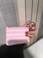 горячий розовый макияж мешок оптовых-горячие женщины розовый полоса известный бренд тщеславие косметический чехол роскошный макияж организатор сумка туалетные клатч бутик портмоне VIP подарок