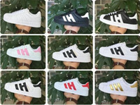 Wholesale Men S Sneakers Running Shoes - 2017 NEW HOT STAN SMITH SNEAKERS CASUAL LEATHER MEN'S AND WOMEN 'S SPORTS RUNNING JOGGING SHOES MEN FASHION CLASSIC FLATS SHOES 36-44