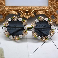 Wholesale flower sunglasses - New Retro Vintage Sunglasses Metal Flower Baroque Sunglasses Crystal Rhinestone Round Sunglasses Luxury Sunny Beach Glasses Free Shipping