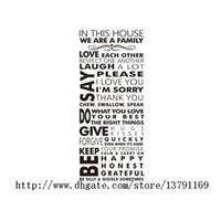 decalques de lettering venda por atacado-Adesivos De Parede Removível Nesta Casa Nós Somos Uma Família Tamanho Grande Preto Lettering Citações E Dizendo Decalque Da Parede Para Sala De Estar Quarto