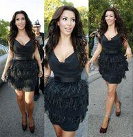 vestido sexy de plumas de avestruz venda por atacado-Kim Kardashian Pena De Avestruz Preto Vestidos De Cocktail Curto Sexy Vestidos de Festa À Noite Olho De Travamento V Profundo Pescoço Vestidos de Celebridades