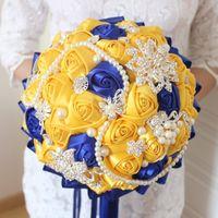 satin rosen blumenstrauß großhandel-Gelber königlicher blauer Hochzeits-Blumen-Blumenstrauß DA Sposa Artificiale mit Kristallbrautsträuße-Brautjungfern-künstlicher Satin-Rosen-Braut-Brosche