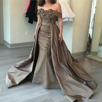 nackt halfter hals abendkleid großhandel-Satin aus der Schulter Abendkleider Arabia Perlen Mermaid Prom Kleider mit Overskirts Sweep Zug Mutter der Braut formelle Party-Kleid