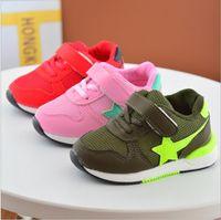 pattern pink rubber shoes großhandel-China-Großhandel 2017 Frühling Sterne Muster Mädchen junge Kinder Sneaker Schuhe Sport läuft Mesh Gummisohle atmungsaktiv Haken Schleife grün rot rosa