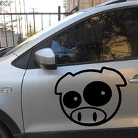 Atacado 38.5cmx45cm Cute Mad Pig Mascot Rally Graph Funny Animal Cartoon Car Sticker para o carro Side Side Rear Window Windshield Vinyl Decal
