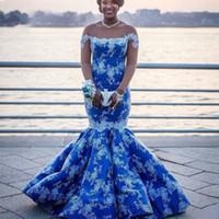 mavi beyaz balo elbise örtüsü toptan satış-Royal Blue Uzun Kollu Deniz Kızı Abiye Giydirme Boyun Aplikleri Dantel Beyaz Afrika Balo Elbiseleri Aso Ebi Plus Size Abiye