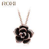 dame fleur d'or achat en gros de-Jewlry Roxi Black Flower Pendentif Collier Golden Collection Bijoux Cristal Autrichien Élégant Rose Design Pour Dame