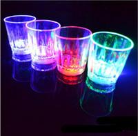 vasos de chupito de plástico al por mayor-Halloween Navidad 5.5 * 5cm 24pcs / lote LED Copa intermitente Vasos de plástico Vaso intermitente Led Shot Cup Flash Taza pequeña